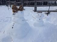 Deux bonhommes de neige